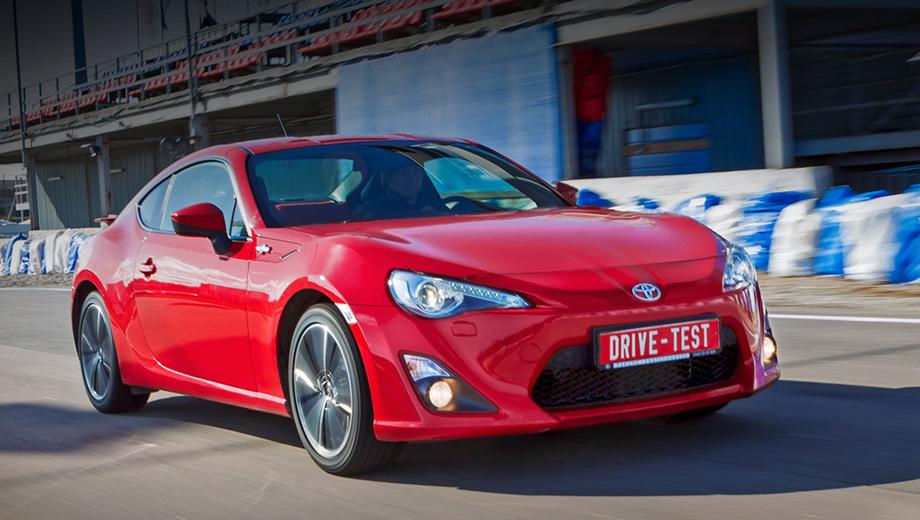 Toyota gt86. Двухдверка Toyota GT86 покинула российский рынок в 2016 году. Тогда же глобальная версия претерпела рестайлинг. Сейчас идут разговоры о втором поколении спорткара: оно увидит свет не раньше 2021-го.