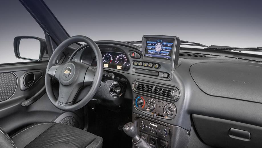 Chevrolet niva. На экране почему-то двое часов: с циферблатом и без. Управления на руле не предусмотрено. Компания «Джи Эм-АвтоВАЗ» сообщает, что система «идеально вписана в эргономику» передней панели и отвечает всем требованиям регуляторов.