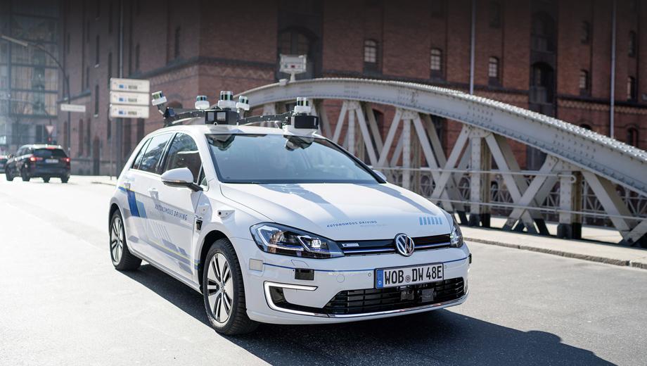 Volkswagen e-golf. В практических опытах Volkswagen намерен плавно перейти от автономности уровня два к третьей, от третьей к четвёртой — и вплоть до пятой, при которой вмешательства человека не требуется ни на одном этапе, и даже присутствие его в машине необязательно (в случае перевозки груза).