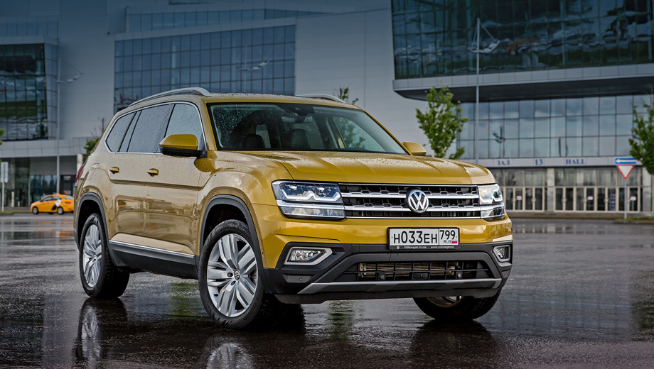 Volkswagen teramont. Teramont предлагается в России недавно, с марта 2018-го, поэтому отзыв у него был лишь один, да и тот курьёзный: в инструкцию по установке детских кресел вкралась ошибка.