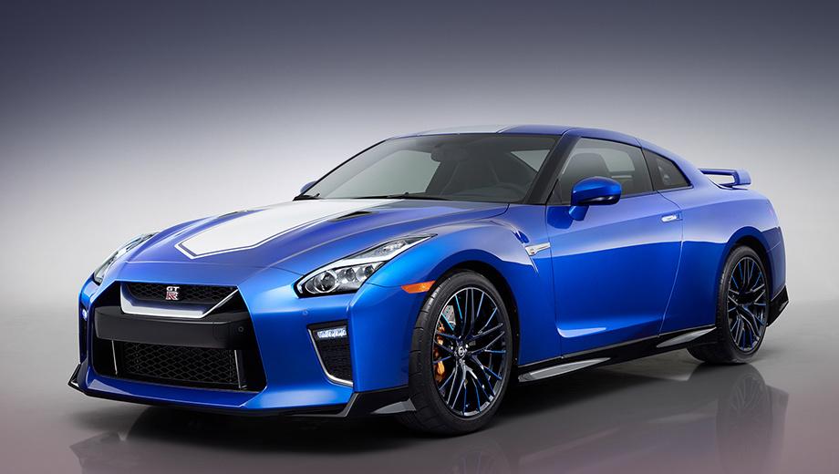 Nissan gt-r. Недавно GT-R начал праздновать 50-летие. Юбилейная спецверсия (на фото), как и GT-R50 by Italdesign ценой свыше миллиона долларов, имеют простую цель. Японцы хотят экспериментальным путём выяснить, сколько готовы заплатить за купе самые лояльные клиенты.