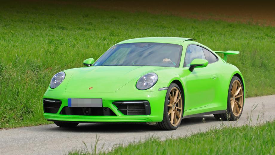 Porsche 911,Porsche 911 gt3. Статическое антикрыло и гладкие задние крылья без воздухозаборников дают нам GT3, если судить по прошлому поколению 911-го. В финальном варианте машины возможны корректировки облика. И всё-таки общий вид будет очень близок к этому прототипу.
