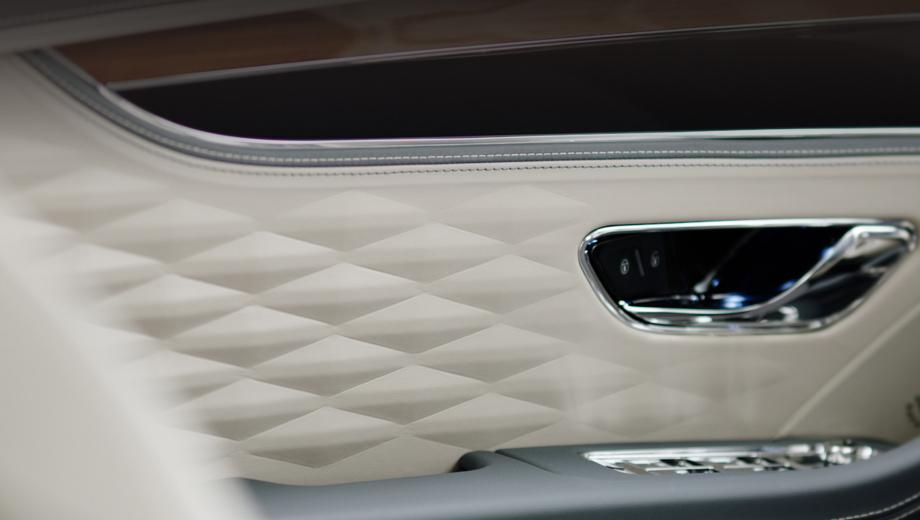 Bentley flying spur. «Новейший Flying Spur объединяет в себе черты спортивного седана и роскошного лимузина» — расхваливают британцы своё творение. Судя по первым данным, в сравнении с предшественником седан действительно прибавит и в спорте, и в роскоши.