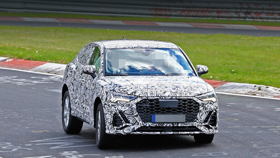 Audi q3,Audi q3 sportback,Audi a8,Audi q8. В прошлый раз фотошпионы, дабы скрыть место съёмки, пририсовали к реальной машине другой задний фон. Теперь честно: новая «кушка» отснята на Нюрбургринге.