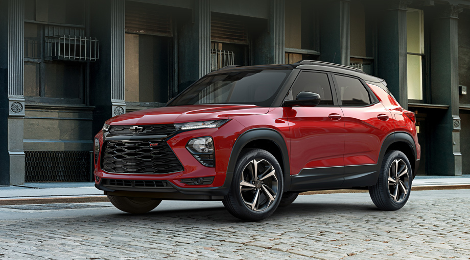 Chevrolet trailblazer. Пока известны размеры только версии для КНР. Длина, ширина, высота — 4411×1808×1653 мм, колёсная база — 2640. «Американец», очень похожий на Blazer, внешне отличается от «китайца» оформлением решётки, фар и бамперов. На фото показана отделка RS с контрастной крышей.