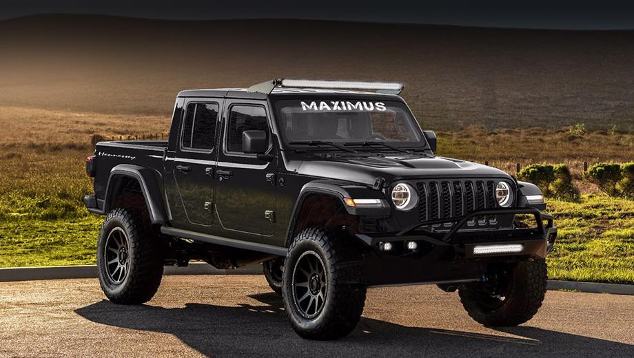 Jeep gladiator. Пикап получил доработанную подвеску с увеличенным на 152 мм дорожным просветом и 20-дюймовые диски с бедлоками, обутые во внедорожные шины BFGoodrich KD. Спереди появились дополнительные светодиодные прожекторы и силовой бампер. Салон перешит в кожу.