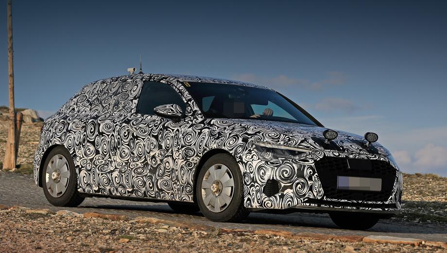 Audi a3. Размеры немного вырастут, ведь младший Audi A1 прибавил почти шесть сантиметров. Эволюционная внешность, как и прежде, будет пересекаться с Audi A4, но с оглядкой на нового братца по имени Audi Q3 Sportback. Камуфляжа на прототипе многовато для скорой премьеры.