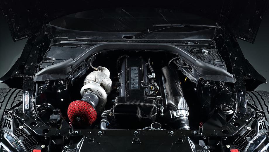 Toyota supra. Известная по автомобильным компонентам фирма HKS не привела динамических характеристик концепта, но зато напомнила, что уже не раз создавала необычные прототипы на базе модели Supra прошлых поколений и добивалась там впечатляющих параметров.