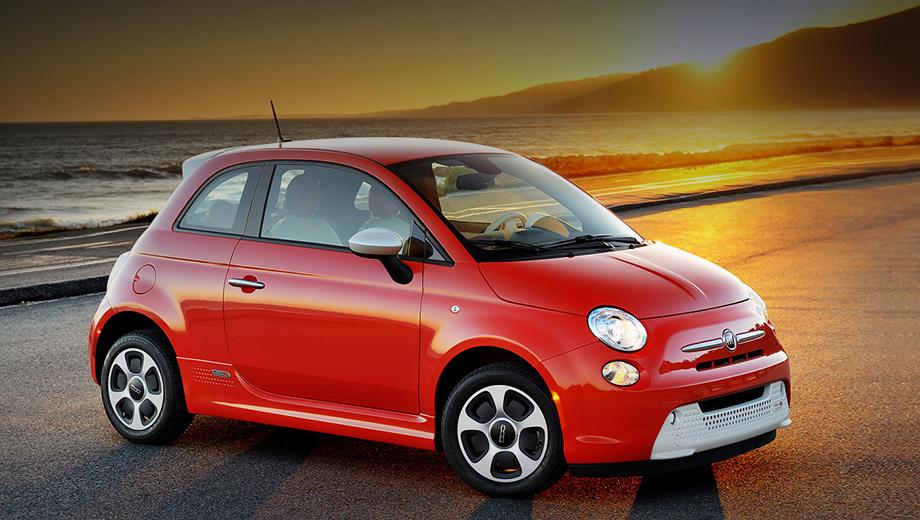 Fiat 500,Fiat 500e. Нынешний 500e образца 2012 года можно считать экспериментом. Он ещё предлагается за $33 460 (2,1 млн рублей), но только в Калифорнии и Орегоне. Мотор выдаёт 83 кВт (111 л.с., 200 Н•м), батарея на 24 кВт•ч обещает запас хода в 135 км. Выпускает 500e предприятие Toluca Car Assembly в Мексике.