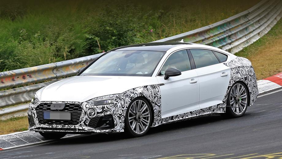 Audi s5,Audi s5 sportback. На решётке с крупными сотами заклеен значок S5, а сзади есть ещё подтверждение, что речь идёт именно об S-вариации, — четыре круглых выхлопных патрубка.