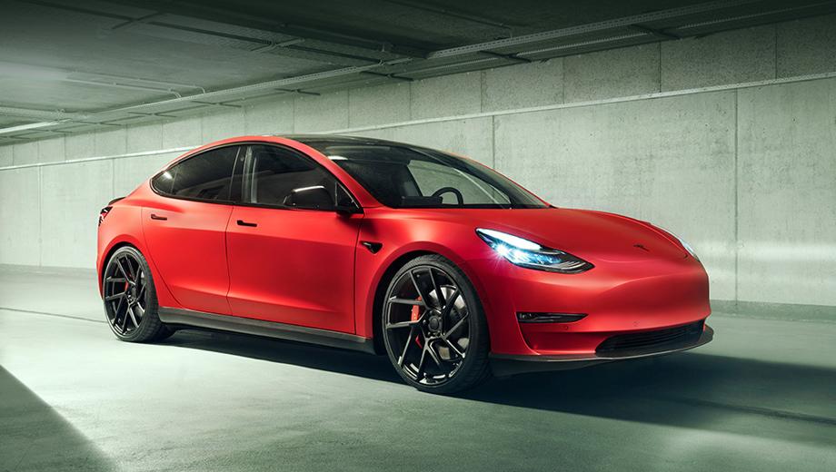 Tesla model 3. У Новитека есть также комплекты доработок для собратьев X и S, но только что добавленный в каталог седан Model 3 привлёк наше внимание. Ведь он младший в семействе Тесл и со спортом особо не ассоциируется.