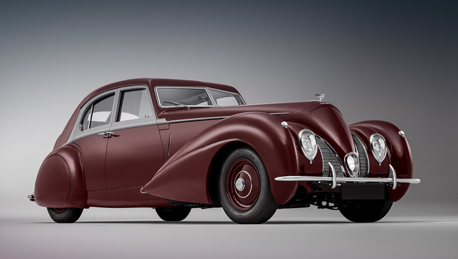 Bentley corniche. Судя по всему, силового агрегата у современной машины нет, поскольку о нём не сказано ни слова. На исходный Bentley Mark V ставился двигатель объёмом 4257 см³, спаренный с четырёхступенчатой «механикой». Мощность неизвестна. Размеры седана не названы.