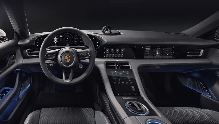 Porsche taycan. Директор по дизайну интерьеров Porsche Иво ван Хултен заявляет: «Меньше — значит, больше», описывая салон Тайкана, в котором минимализм линий сочетается с новыми возможностями по управлению.