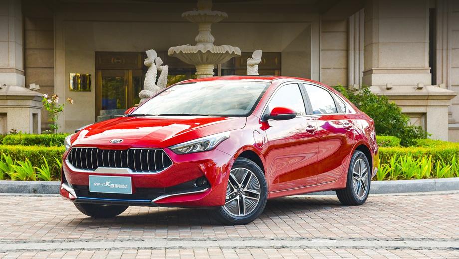 Kia k3. Автомобиль выпускается СП Dongfeng Yueda Kia Motors. От собратьев на других рынках он отличается многими внешними деталями, начиная с решётки, а гибрид — ещё и аэродинамическими пятиспицевыми дисками. Длина, ширина, высота, база: 4660, 1780, 1450, 2700 (как и у простых версий).