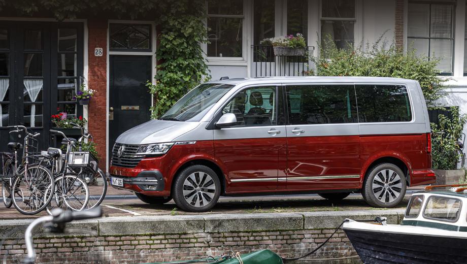 Volkswagen t6,Volkswagen t61,Volkswagen multivan,Volkswagen transporter. Автомобиль был существенно переработан, но не настолько, чтобы назвать полученный результат новым поколением. Потому индекс и выбран 6.1. (На фото показано исполнение Multivan Cruise, увы, не для нас.) Параллельно идут испытания полностью новой машины Т7 (смотрите наш «Бонус»).