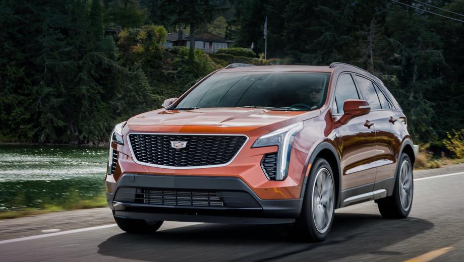 Cadillac xt4. В США модель доступна с июля 2018-го. За первый квартал 2019-го там реализовано 7026 штук. В Китае Cadillac XT4 продаётся уже год, с января по март разошлось 13 120 единиц. Спрос в Европе наверняка будет слабее. Снимков версии для ЕС нет, поэтому на всех фото показан «американец».