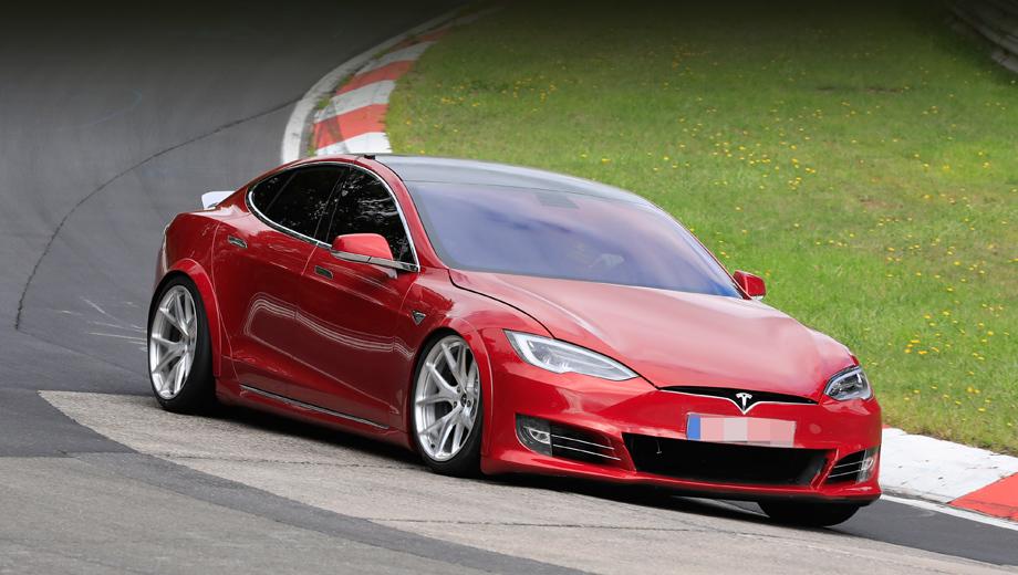 Tesla model s. Первое, что было изменено в сравнении с обычной Теслой S, — увеличен воздухозаборник в переднем бампере. Очевидно, он необходим для лучшего охлаждения электромоторов, силовой электроники, батареи.