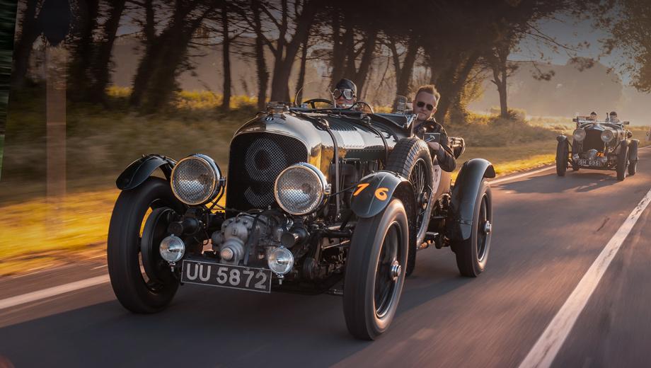 Bentley blower. Оригинальный Blower 1929 года с номером UU 5872 был восстановлен в 1960-х, а компания Bentley выкупила его в 2000-м. С тех пор машина пять раз выступала на гонке Mille Miglia, несколько раз ездила в Ле-Ман, участвовала в Фестивале скорости в Гудвуде и Конкурсе элегантности в Пеббл-Бич.
