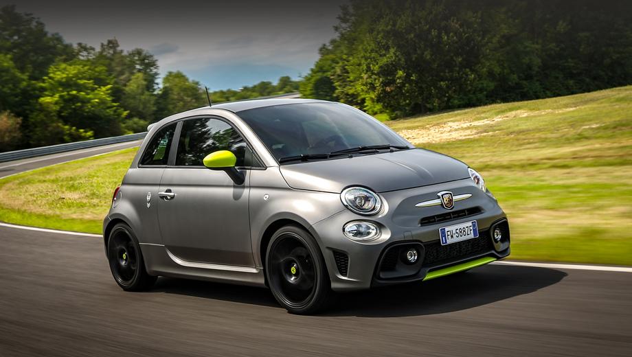Fiat 500,Fiat 500 abarth. Во внешности в этом году перемен нет. Машина на снимках показана с жёлто-зелёными акцентами (сплиттер, зеркала, колпачки на ступицах, полоска в диффузоре). Однако у этой модели и раньше были подобные опции индивидуализации. Сейчас такой комплект назван Adrenaline Kit.