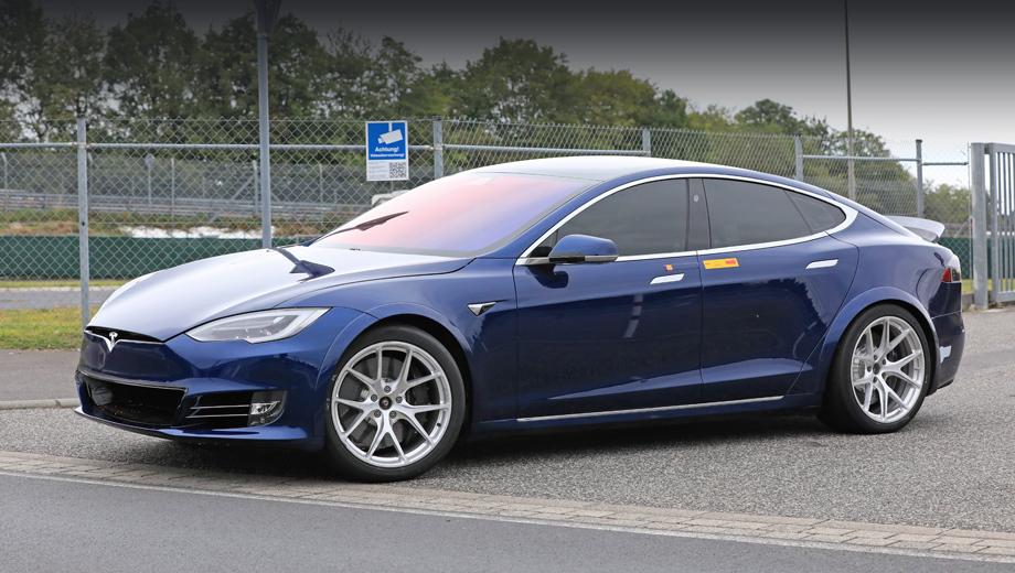 Tesla model s. За рулём прототипов друг друга сменяли профессиональные гонщики: немец Томас Мутш и шведы Андреас Симонсен и Карл Ридквист.