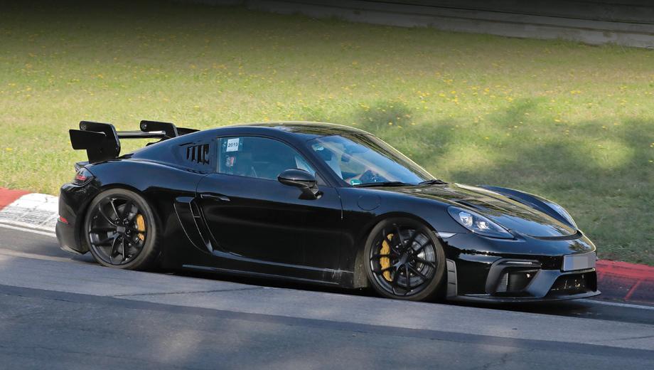 Porsche cayman,Porsche cayman gt4,Porsche cayman gt4 rs. Одно из внешних изменений на прототипе: жабры на месте заднего бокового окна. Вероятно, поставляющие больше воздуха в мотор. Смотрятся кустарно, но в серии могут быть оформлены аккуратнее.