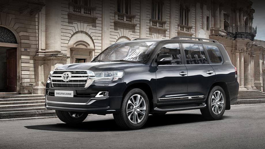 Toyota land cruiser. В топовой комплектации Executive Lounge (от 5 910 000/6 044 000 рублей, бензин/дизель без учёта спецпредложений) поменялись колёсные диски.