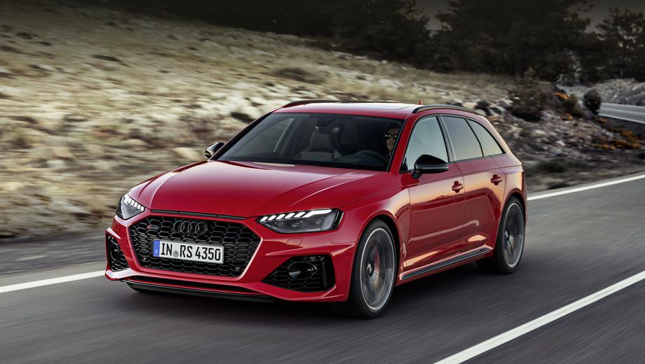 Audi rs4,Audi rs4 avant. Универсал RS 4 получил новую оптику и переработанную фронтальную часть. Глянцево-чёрная решётка радиатора лишилась рамки, а сверху появилась декоративная щель. Чёрные вставки по краям фар подчёркивают ширину модели: её колёсные арки спереди и сзади шире, чем у A4 Avant, на 30 мм каждая.