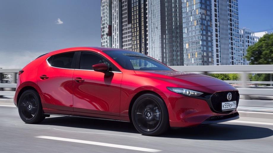 Mazda 3. Продажи хэтчбеков Mazda 3 четвёртого поколения стартовали летом, а с 1 октября дилеры принимают заказы на седан.