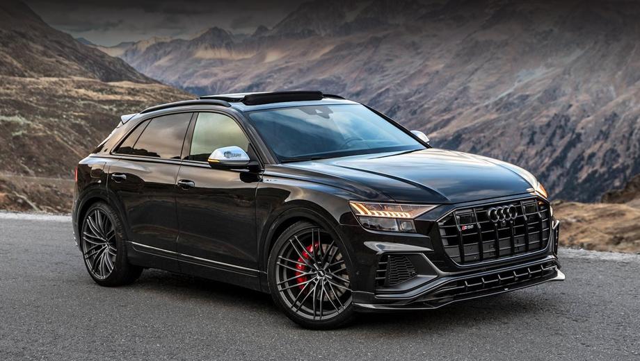 Audi q8,Audi sq8. Одна из внешних ярких черт новичка — колёсные диски диаметром 23 дюйма. Интересно, что представленный ранее тем же ателье форсированный сородич SQ7 довольствовался 22-дюймовыми. У исходного SQ8 базовый размер дисков составляет 21 дюйм.