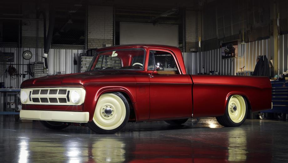 Jeep wrangler,Jeep wrangler rubicon mopar. Воскрешённый и перекроенный пикап щеголяет краской Candied Delmonico Red на кузове и Dairy Cream на колёсных дисках в ретро-стиле.