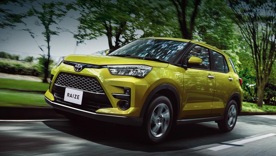 Toyota raize. Длина менее четырёх метров (3995 мм) — это реверанс в сторону Индии и ей подобных рынков, делающих налоговые послабления для покупателей «коротких» машин. Ширина — 1695, высота — 1620, колёсная база — 2525, клиренс — 185 мм. Масса разнится в пределах 970–1060 кг.