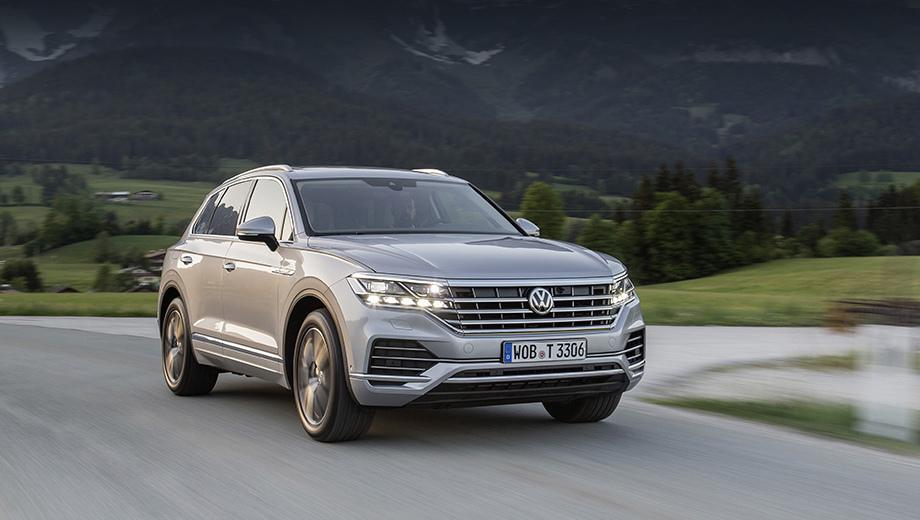 Volkswagen touareg. Версия с 340-сильным мотором набирает первую сотню с нуля за 5,9 с, развивает максималку в 250 км/ч (ограничена электроникой) и расходует в комбинированном цикле 9,1 л/100 км.