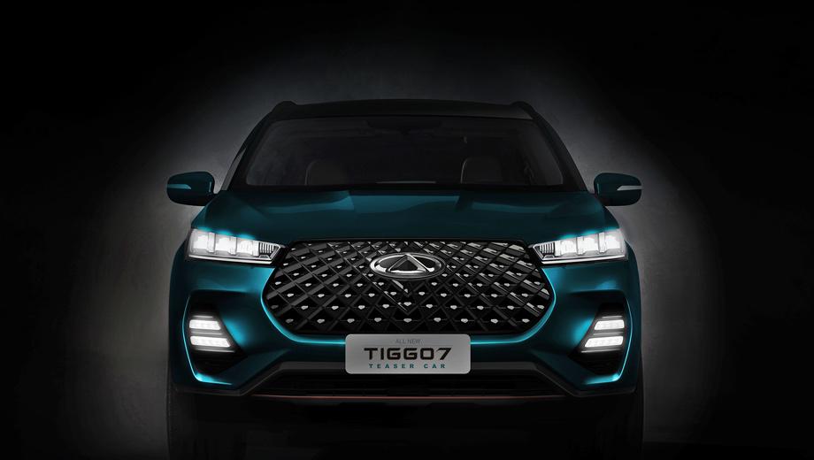 Chery tiggo 7. О «первом» Tiggo 7 напоминает разве что логотип Chery на носу. Новая диодная оптика привнесла в облик агрессию. У расширенной решётки, видимо, будет несколько вариантов оформления. К тому же нам показывают «teaser car», что бы это ни значило.