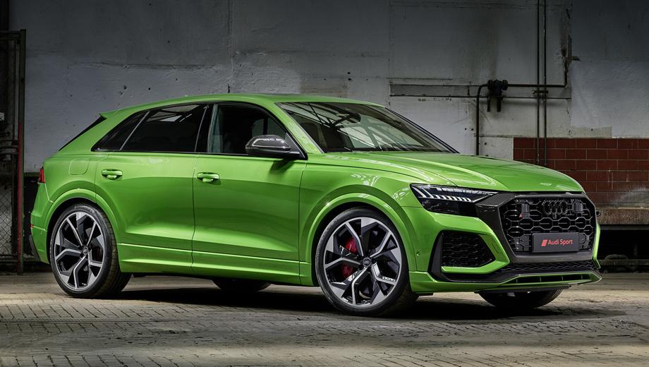 Audi rs q8. Весь передок будто превратился в один большой воздухозаборник, приукрашенный углеволокном, чёрным глянцем и матовым алюминием. Колёса диаметром 23 дюйма подготовлены специально для «эрэски». В Лос-Анджелесе объявлено, что «ку-восьмой» — первый RS-кроссовер Audi в США.