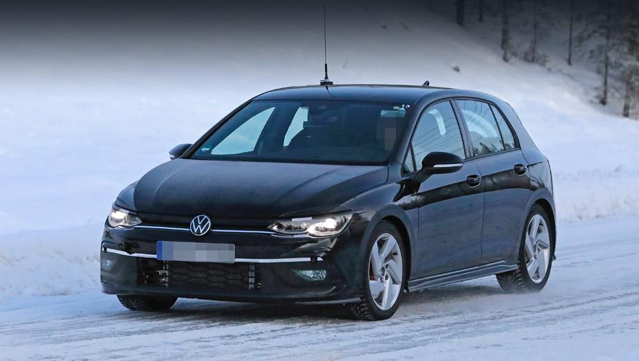 Volkswagen golf,Volkswagen golf gti. Крупные вытянутые соты в бампере соседствуют с увеличенными воздухозаборниками по краям (на этом образце они прикрыты чёрной плёнкой).