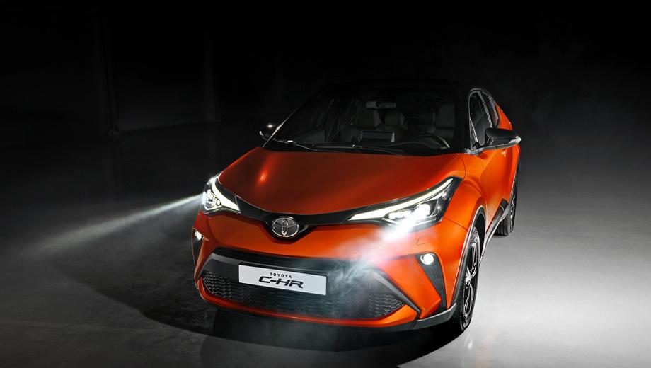 Toyota c-hr. Выбор упростился до двух вариантов. Начальный оснащён атмосферником 2.0 (148 л.с., 189 Н•м) и передним приводом, топовый предполагает турбочетвёрку 1.2 (115 л.с., 185 Н•м) с полным. Что касается рестайлинга, то во внешности он изменил только бамперы, противотуманки и задние фонари.