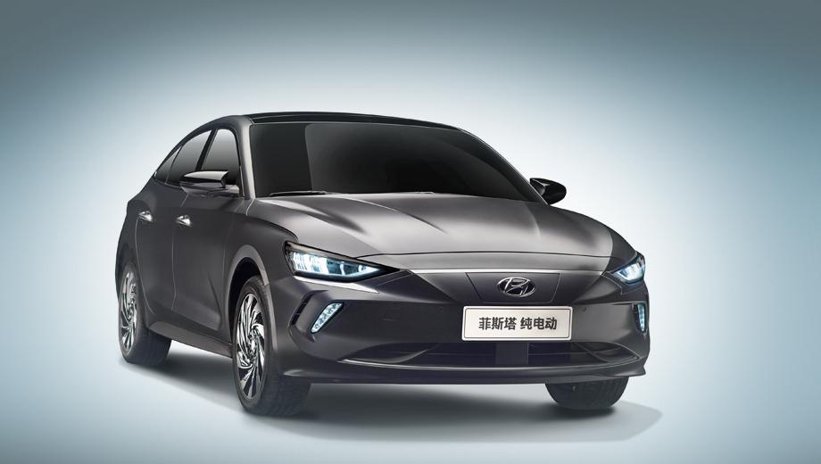 Hyundai lafesta,Hyundai lafesta ev. Перекроенная декоративная решётка радиатора (вернее, глухое продолжение бампера вместо прежней сетки) и 17-дюймовые алюминиевые колёсные диски оригинального дизайна отличают Лафесту на батареях от бензиновой.