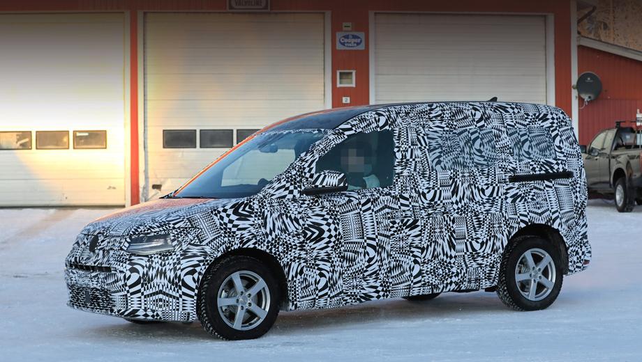 Volkswagen caddy. Модель несколько изменила пропорции, капот стал чуть более выраженным. Интересен также скошенный уголок на заднем боковом окне.
