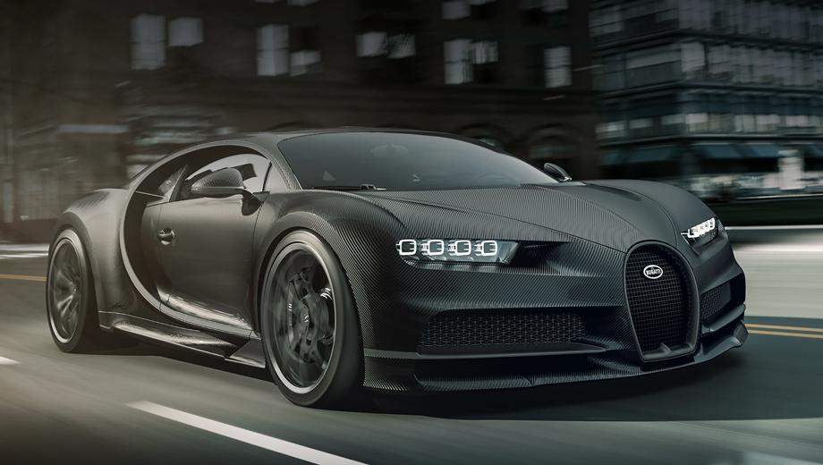 Bugatti chiron. «Спортивный» Chiron Noire (на фото) показывает оголённое углеволокно и матовый окрас. «Элегантный» Chiron Noire блестит и сверкает, так как кузов отполирован. Вот и вся разница. Сетчатая решётка считается «свежим дизайном». Эмблема Bugatti выполнена из чистого серебра.