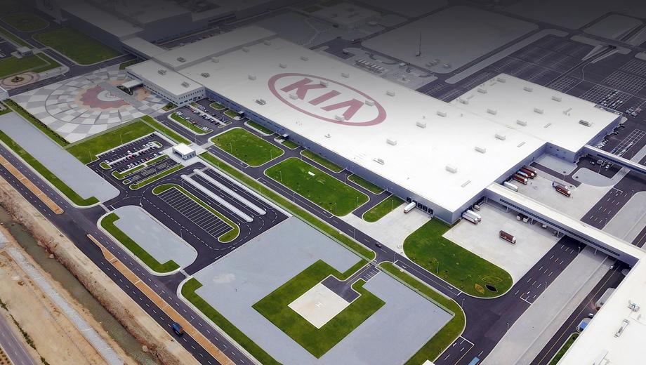 Kia seltos. Завод занимает территорию в 2,16 км² и может выпускать до 300 000 машин в год. Вместе со смежниками, поставщиками компонентов, новое предприятие создало более 12 000 рабочих мест в регионе.