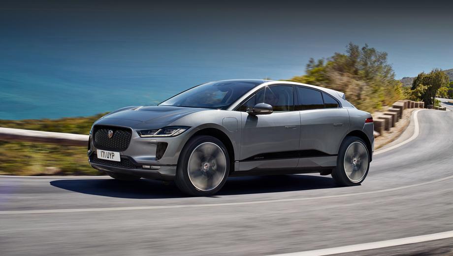 Jaguar i-pace. Напомним, что I-Pace в нынешнем году признан автомобилем года в Европе и мире. В России он продаётся по ценам от 6 246 000 млн рублей.