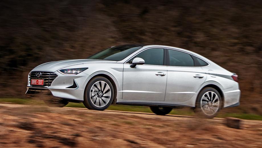 Hyundai sonata. Версий с «механикой» нет: предложены только шестиступенчатые «автоматы». Цены на двухлитровую Сонату стартуют с полутора миллионов рублей, но до февраля в продаже лишь модификация 2.5 (1 725 000 ― 2 064 000 рублей).