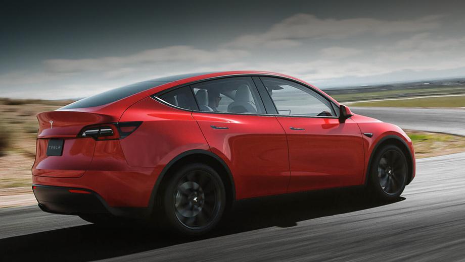 Tesla model y. Как и Gigafactory 3 в Шанхае, четвёртая «фабрика» поставит на конвейер пару родственных электрокаров: первой пойдёт пятидверка Model Y (на снимке), за ней последует седан Model 3.