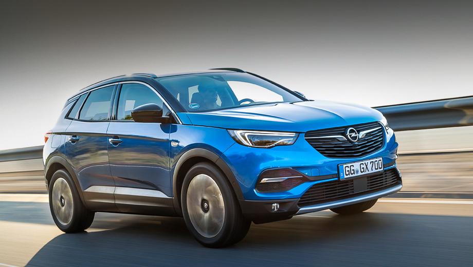 Opel grandland x,Opel zafira life. «Наш» Grandland X разменивает сотню за 9,5 с и достигает максимальных 201 км/ч. Паспортный расход в городе — 10,1 л/100 км, на трассе — 5,7, комбинированный — 7,3. Объём багажника составляет 514 л.