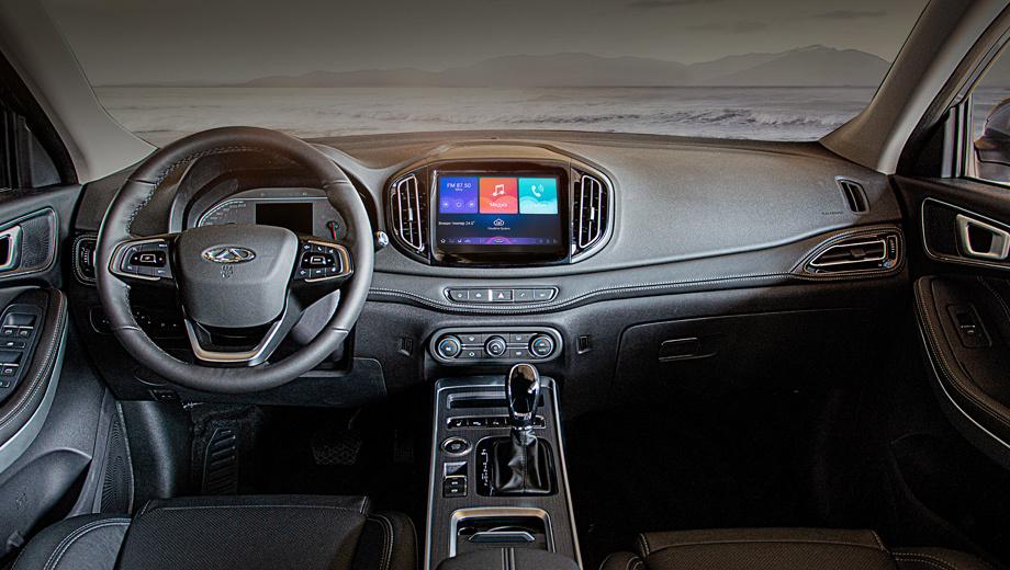 Chery tiggo 7. Все Tiggo 7, кроме базового, оснащаются атмосферником 2.0 (122 л.с., 180 Н•м) и вариатором. Бесключевые доступ и запуск, медиацентр с девятидюймовым дисплеем идут «в базе» для всех вариантов. Дорогие имеют электрорегулировки водительского кресла и двухзонный климат-контроль.