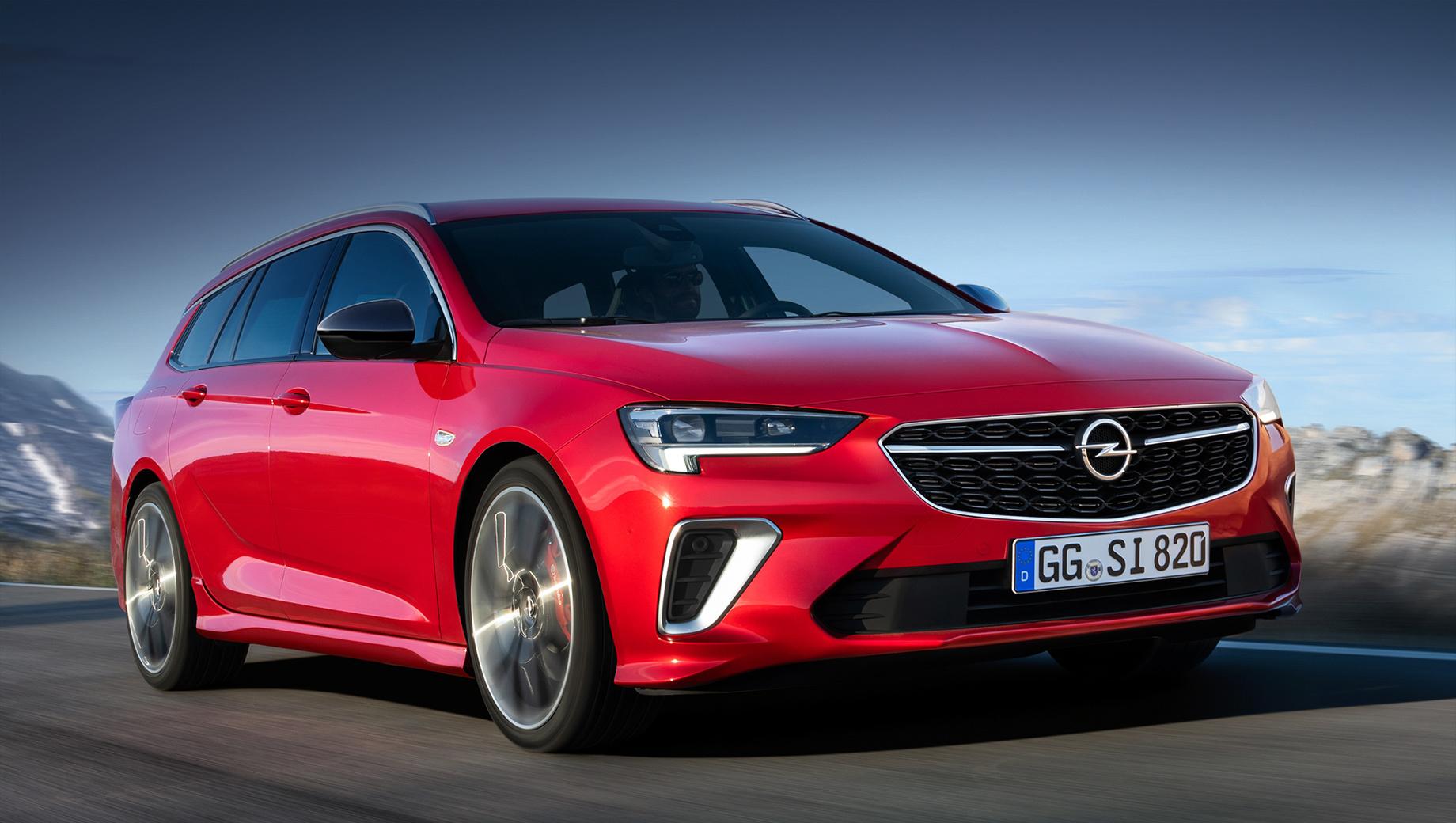 Opel insignia,Opel insignia gsi,Opel insignia gsi sports tourer. Шильдик GSi получил не только хэтч Grand Sport, но и универсал Sports Tourer (на фото). Новые фары IntelliLux LED Pixel Light со 168 светодиодами дополнены доработанной решёткой с активными закрылками и изменённым бампером с «саблезубыми» воздуховодами.