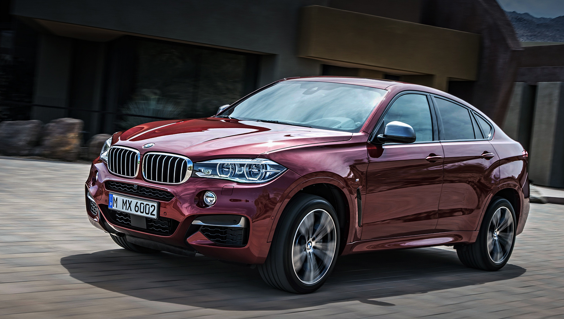 Bmw x6,Bmw x6m. Завсегдатаем сервисных акций BMW X6 никак не назовёшь. В феврале текущего года кроссовер вызывался на ремонт вместе с почти всем модельным рядом из-за опасности возгорания, но персональных приглашений X6 не получал давно.
