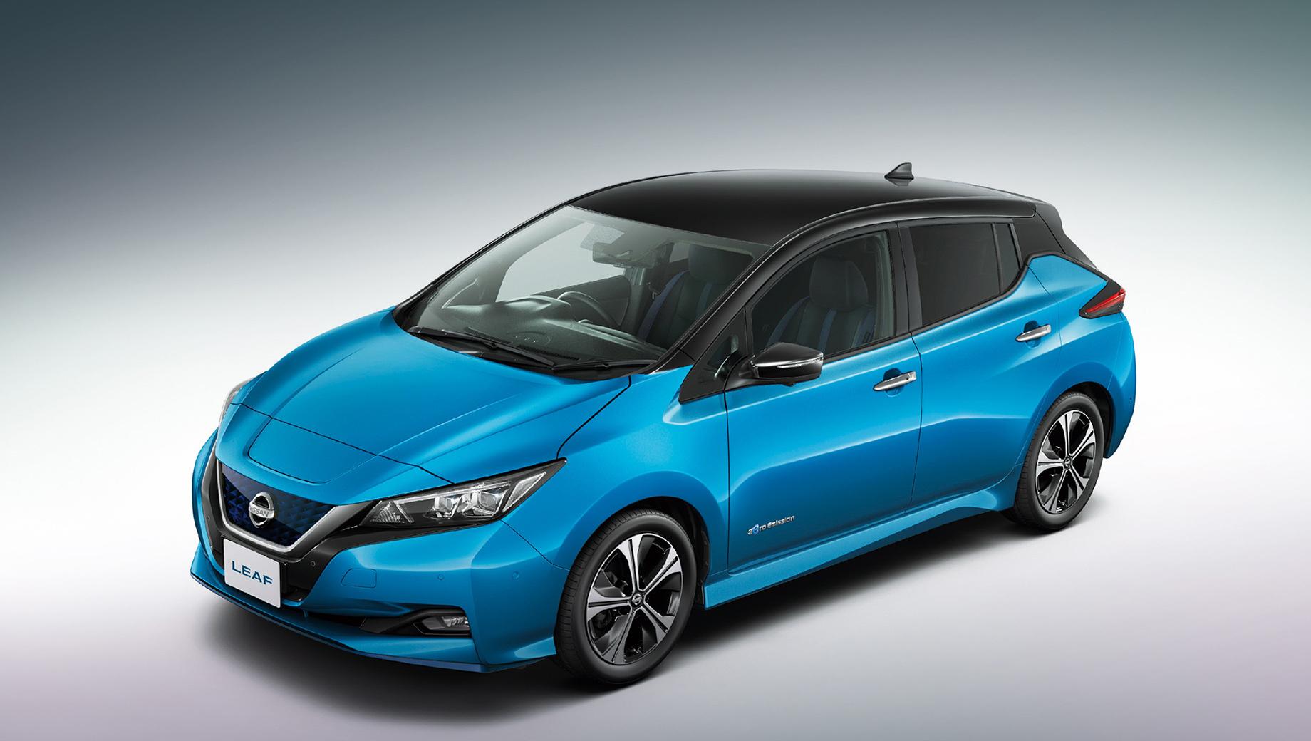 Nissan leaf. Внешность особо не затронута. Появится пара новых цветов: Vivid Blue и Stealth Gray. Антенной-плавничком теперь будут оснащаться все версии без исключения.