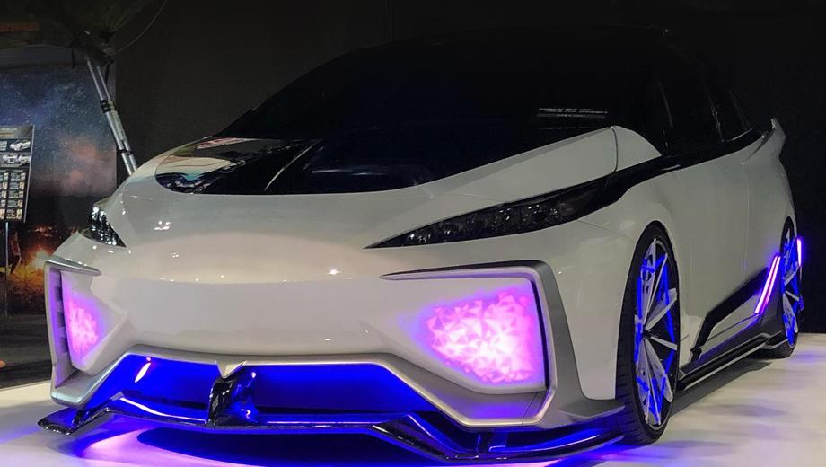 Toyota prius,Toyota concept. Небольшой ролик о концепте можно увидеть по ссылке. Помимо световых эффектов в нём пойман в действии выдвигающийся сплиттер.