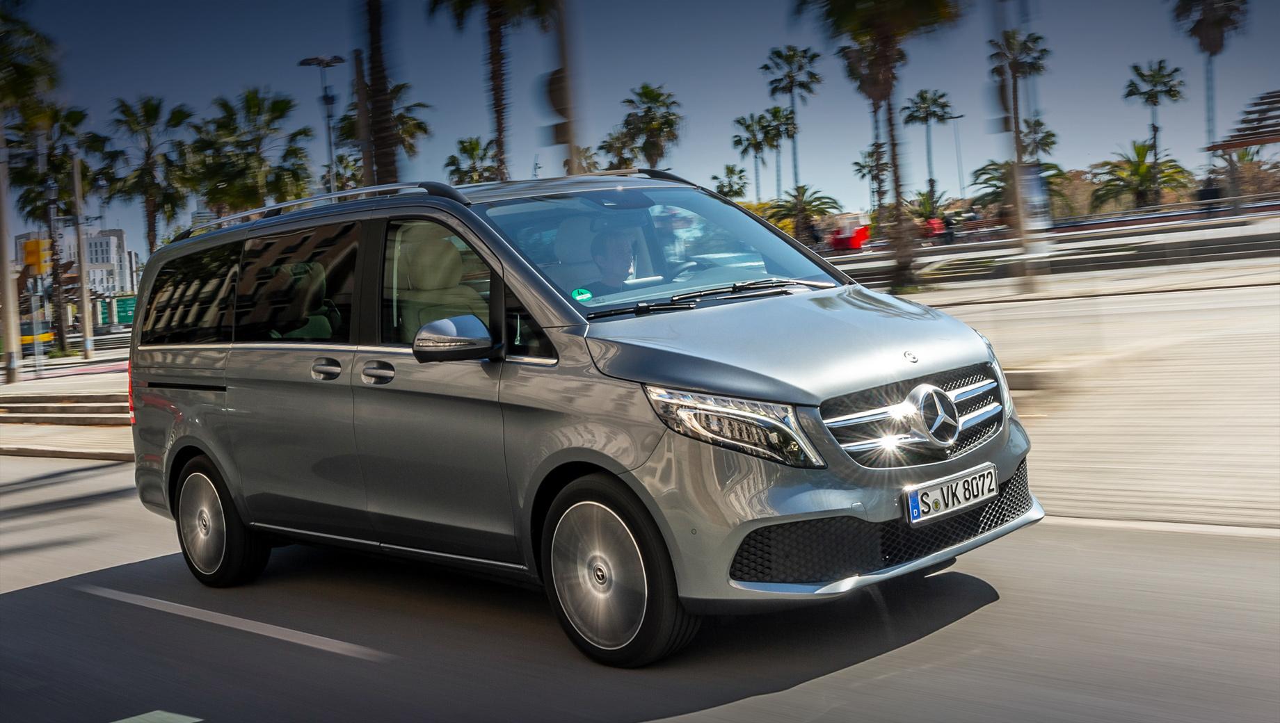 Mercedes v. Обновившийся ровно год назад V-класс «начинается» с 3 563 422 рублей. Базовая версия V 200 d оснащается дизелем 2.0 (136 л.с.), шестиступенчатой «механикой» и задним приводом.